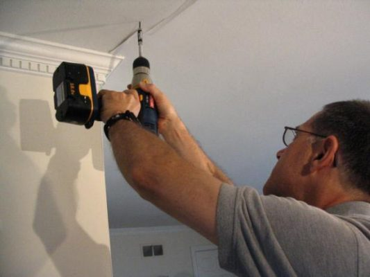 repair your cracked ceiling like a professional ceiling fixer